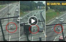 ویدیو فداکاری راننده وسط شاهراه 226x145 - ویدیو/ فداکاری یک راننده در وسط شاهراه