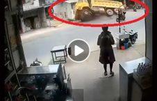 ویدیو لحظه بلعیده لاری زمین 226x145 - ویدیو/ لحظه بلعیده شدن یک لاری در زمین