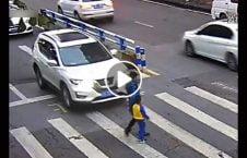 ویدیو واکنش کودک تصادف موتر مادر 226x145 - ویدیو/ واکنش جالب کودک پس از تصادف موتر با مادرش