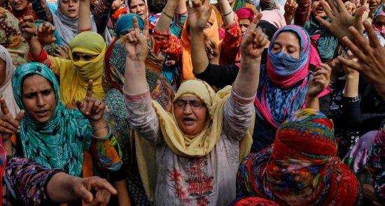 کشمیر  550x295 - باشنده گان کشمیر در پی شکستن حصارِ حکومت هند