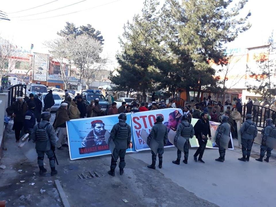 باشنده گان کابل  - تجمع باشنده گان کابل در مقابل سفارت پاکستان