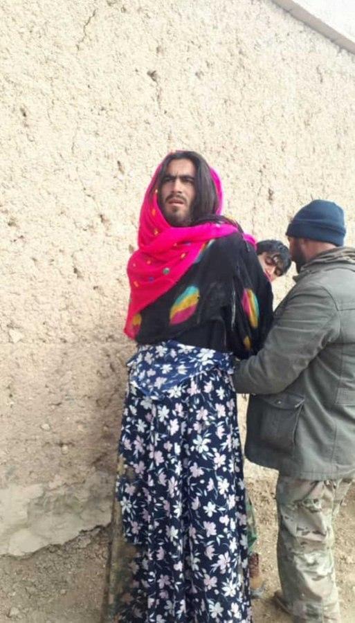 طالب  - تصویر/ دستگیری یک طالب با پوشش زنانه!
