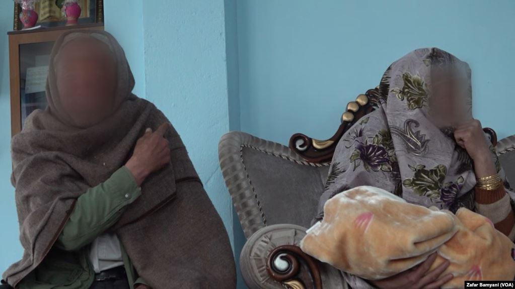طفل بامیان - طفل فروخته شده بامیانی دوباره به آغوش خانوادهاش پیوست