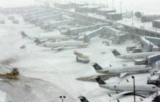 طوفان برفی4 226x145 - تصاویر/ طوفان برفی صدها طیاره را زمین گیر کرد