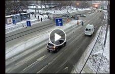 ویدیو سرعت بالا سرک لغزنده 226x145 - ویدیو/ عاقبت سرعت بالا در سرک های لغزنده
