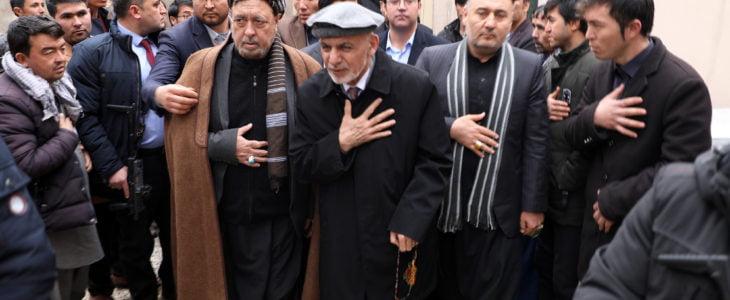 اشرف غنی محمد محقق - رییس جمهور غنی برای غمشریکی به منزل حاجی محمد محقق رفت