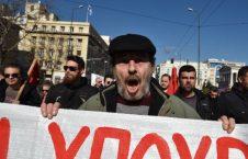 اعتصاب یونان 8 226x145 - تصاویر/ اعتصاب هزاران نفر از مردم در یونان