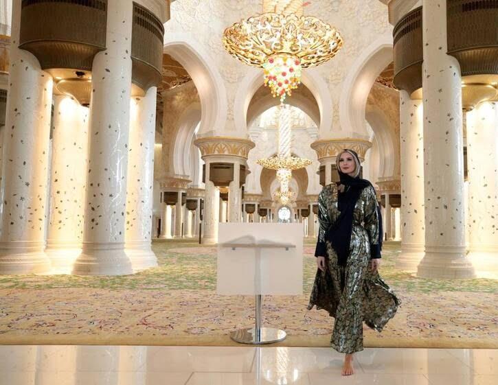 ایوانکا ترمپ 5 - تصاویر/ بازدید ایوانکا ترمپ از مسجد شیخ زاید