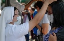 خاکستر فیلیپین5 226x145 - تصاویر/ مراسمی عجیب در فیلیپین علیه کرونا