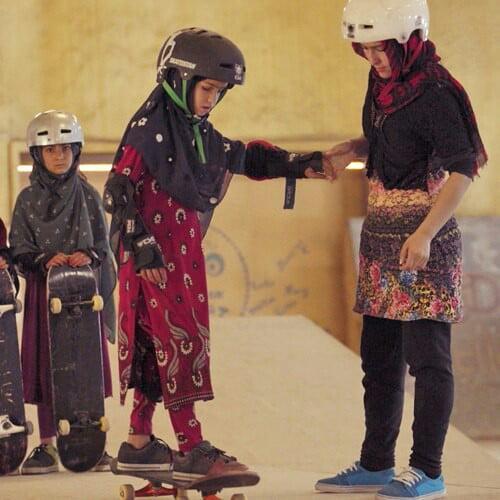 دختران سکیت بورد 2 - جایزه جشنواره فلم بریتانیا برای فلم دختران سکیت بورد افغانستان