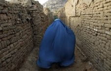 زن 226x145 - روایتی تلخ از زنده گی مادری که فرزندش را در راه وطن فدا کرد