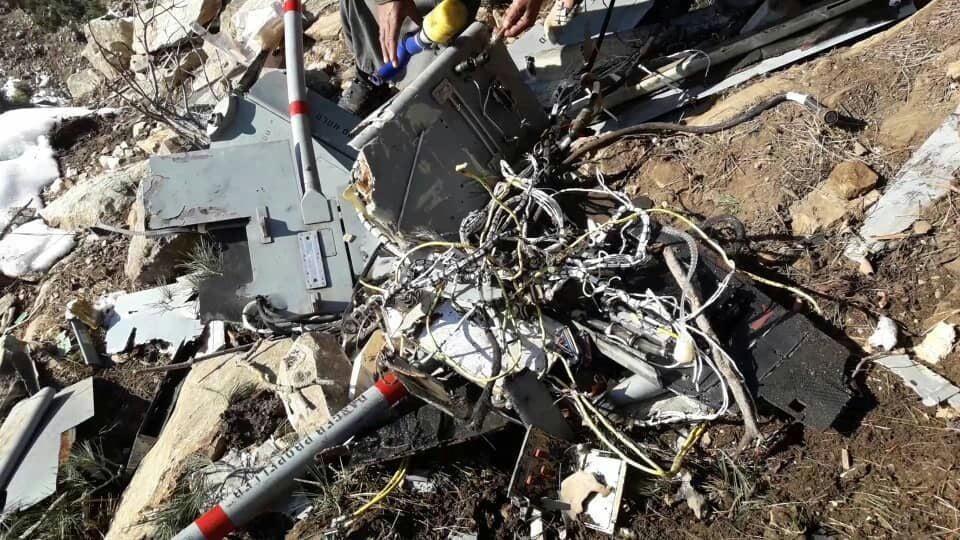 طیاره امریکا سقوط 1 - تصاویر/ بقایای طیاره بی پیلوت نیروهای امریکایی در ولایت لغمان