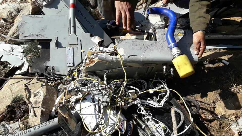 طیاره امریکا سقوط 2 - تصاویر/ بقایای طیاره بی پیلوت نیروهای امریکایی در ولایت لغمان