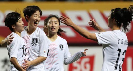 فوتبال زن 550x295 - آغاز مسابقات فوتبال زنان انتخابی المپیک در قاره آسیا