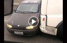 ویدیو عجیب دریور لاری تصادف موتر 226x145 - ویدیو/ اقدام عجیب دریور لاری پس از تصادف با یک موتر