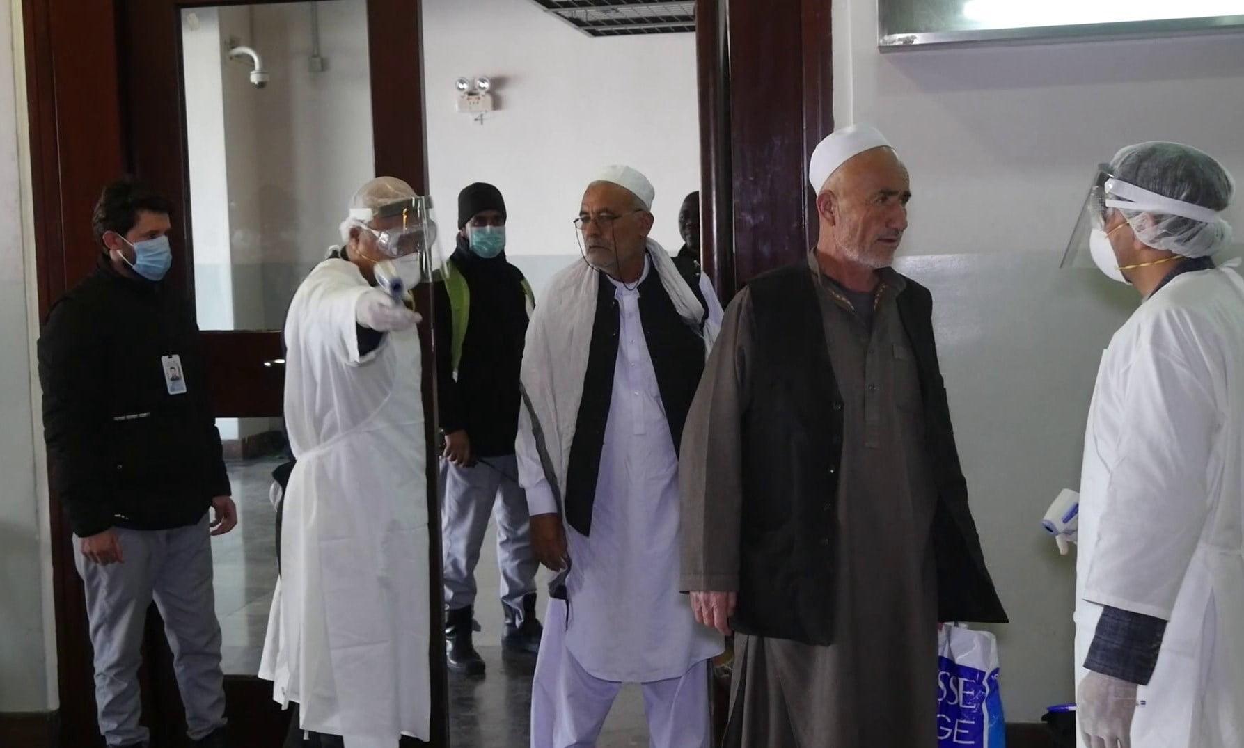کرونا 6 - افزایش نگرانی ها از شیوع کرونا در افغانستان در پی رفت آمد به ایران