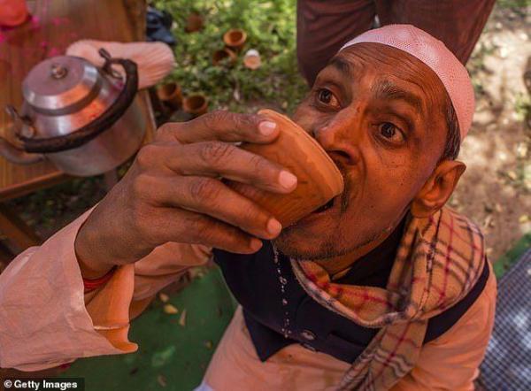 ادرار گاو - نوشیدن ادرار گاو برای جلوگیری از ابتلا به ویروس کرونا!