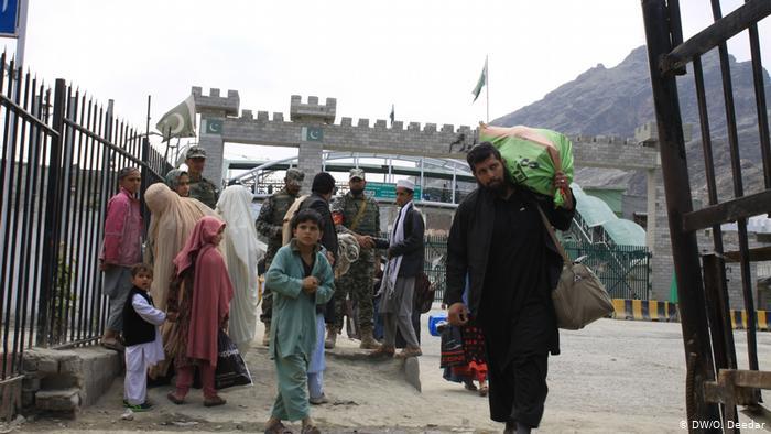 تورخم - اعمال محدودیت برای ورود باشنده گان از پشاور به افغانستان