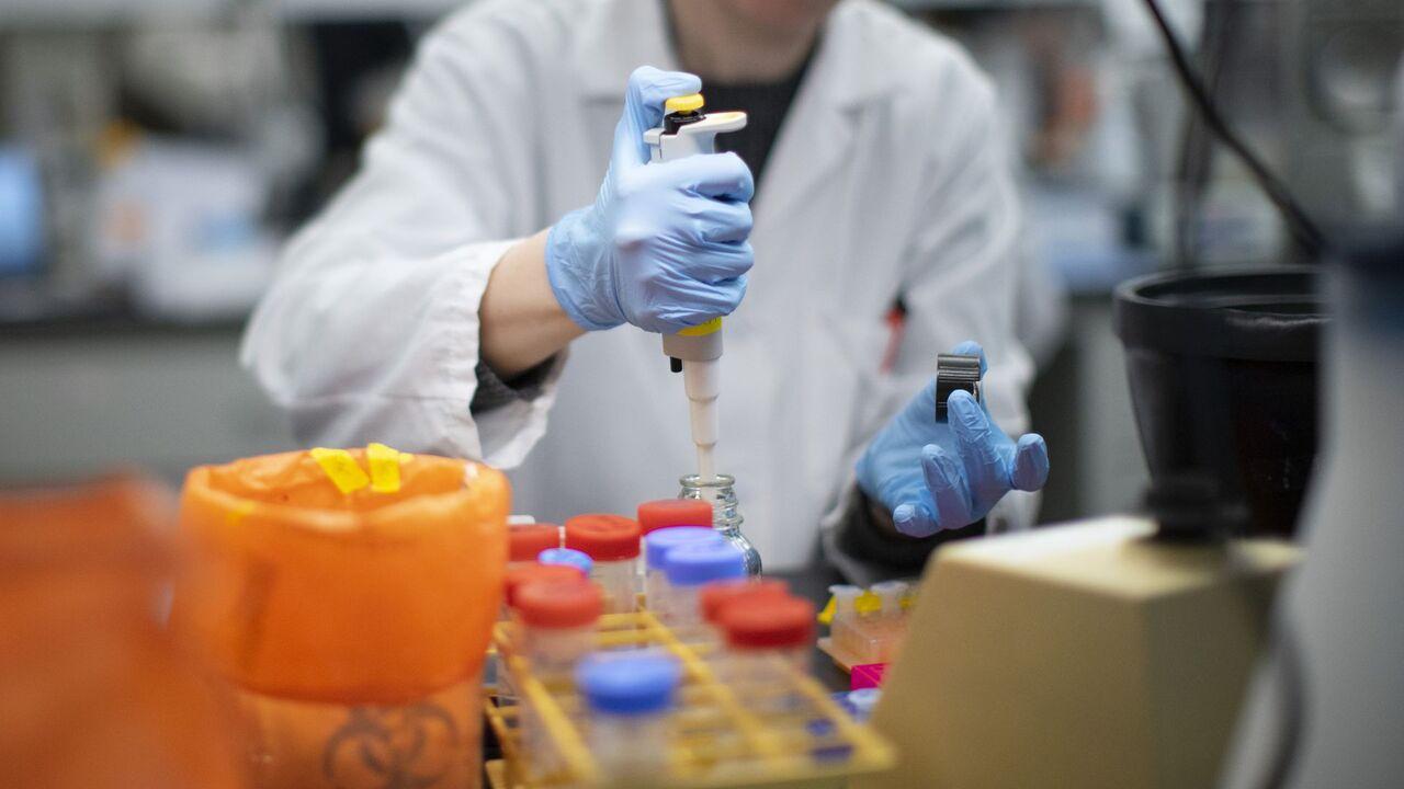 لابراتوار - دانشمند روسی: ویروس کرونا، سلاح بیولوژیک امریکاست