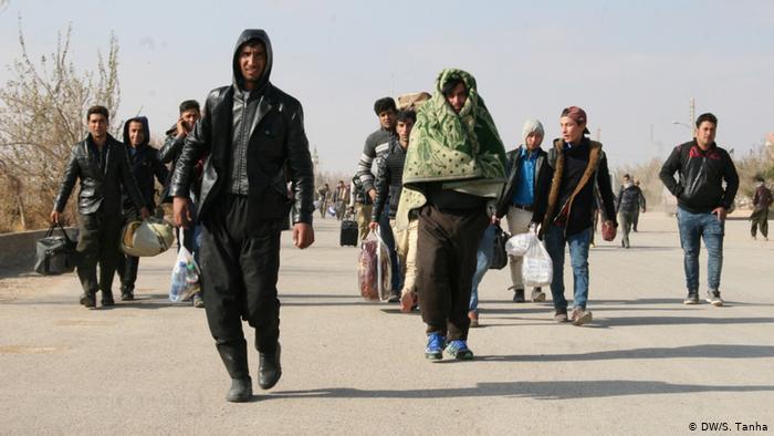 مهاجر - مشکلات عدیده صدها خانواده در فراه پس از اخراج توسط حکومت ایران