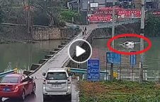 ویدیو سقوط موتر رودخانه مبایل 226x145 - ویدیو/ سقوط یک موتر به داخل رودخانه بدلیل صحبت کردن با مبایل