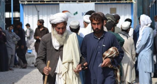 مهاجرین افغان 550x295 - مساعدت حکومت قطر با افغانهای مهاجر در پاکستان