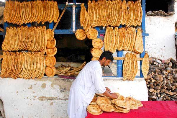 نان - آغاز پروسه توزیع نان خشک به نیازمندان در شهرهای بزرگ کشور