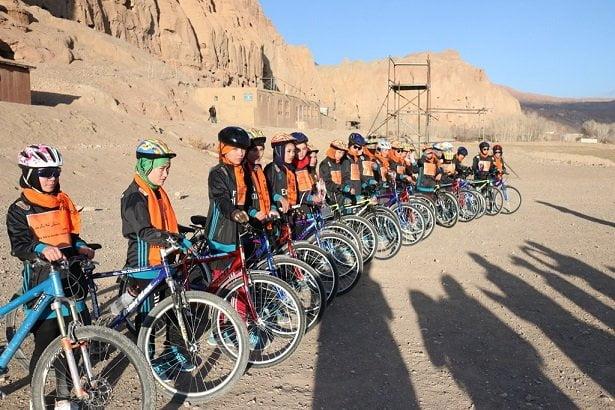 دختر بامیان بایسکل رانی 1 - تصاویر/ دختران ورزشکار بامیانی در قرنطین
