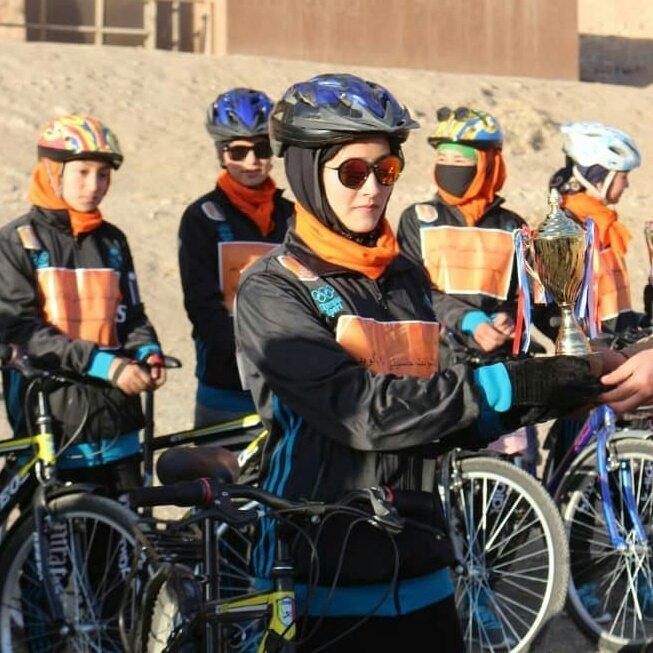 دختر بامیان بایسکل رانی 2 - تصاویر/ دختران ورزشکار بامیانی در قرنطین