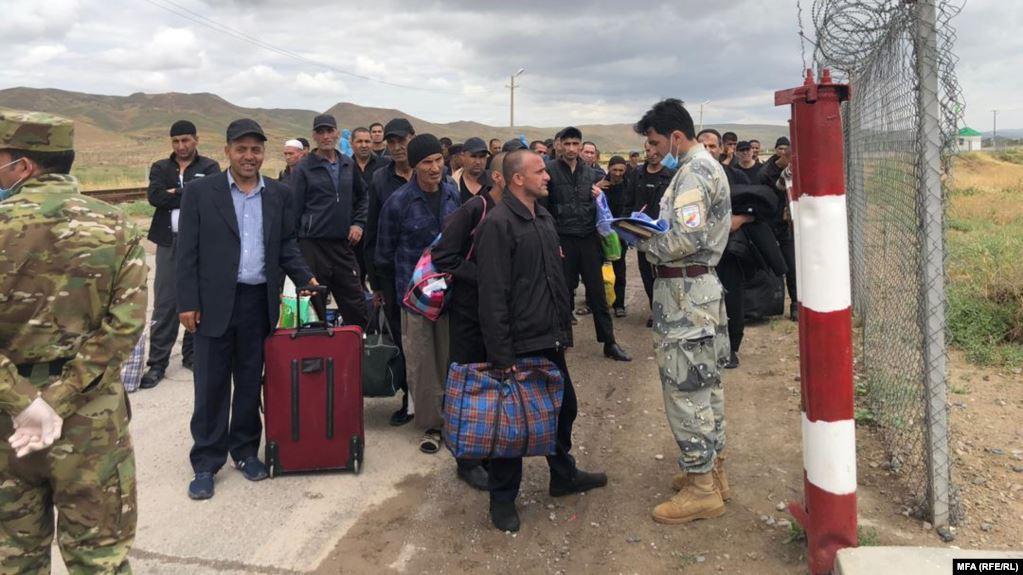 زندانی افغان ترکمنستان 2 - تصاویر/ عفو ۱۲۶ تن از زندانیان افغان در ترکمنستان به مناسبت عید سعید فطر