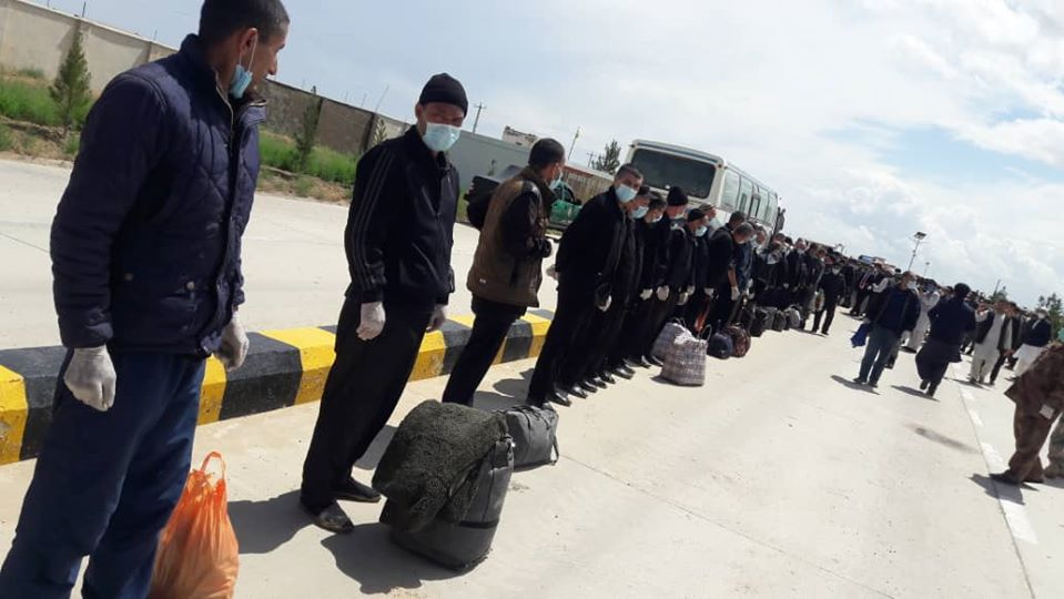 زندانی افغان ترکمنستان 4 - تصاویر/ عفو ۱۲۶ تن از زندانیان افغان در ترکمنستان به مناسبت عید سعید فطر