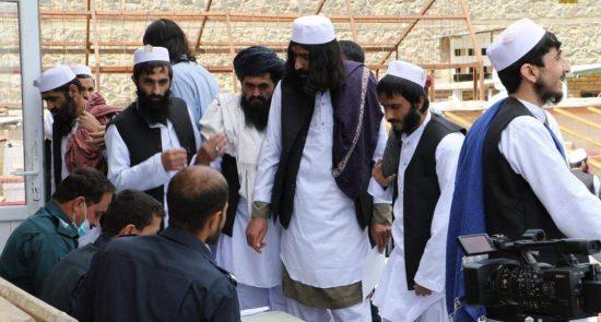 طالبان از زندان پلچرخی 2 550x295 - پیام عباس ستانکزی درباره زمان آزادی ۷ هزار زندانی دیگر طالبان