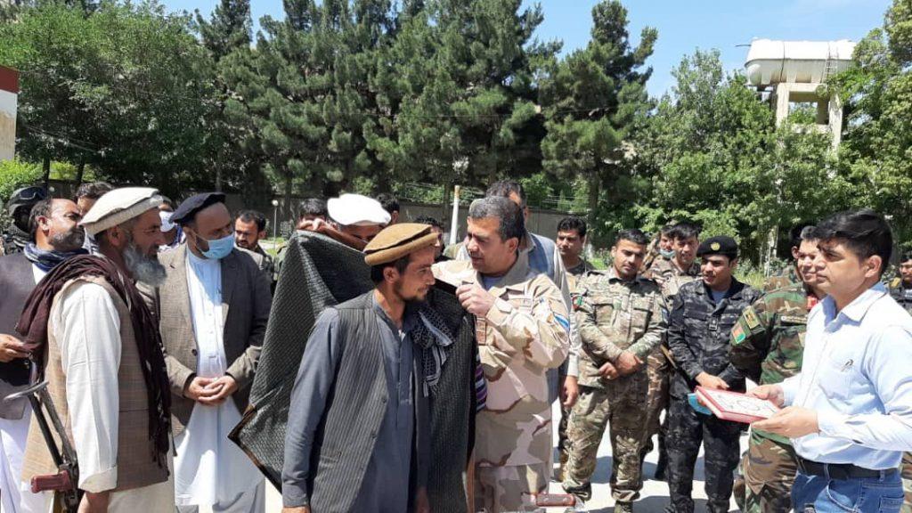طالبان مسلح بغلان 1 1024x576 - تصاویر/ شماری از طالبان مسلح در بغلان به روند صلح پیوستند
