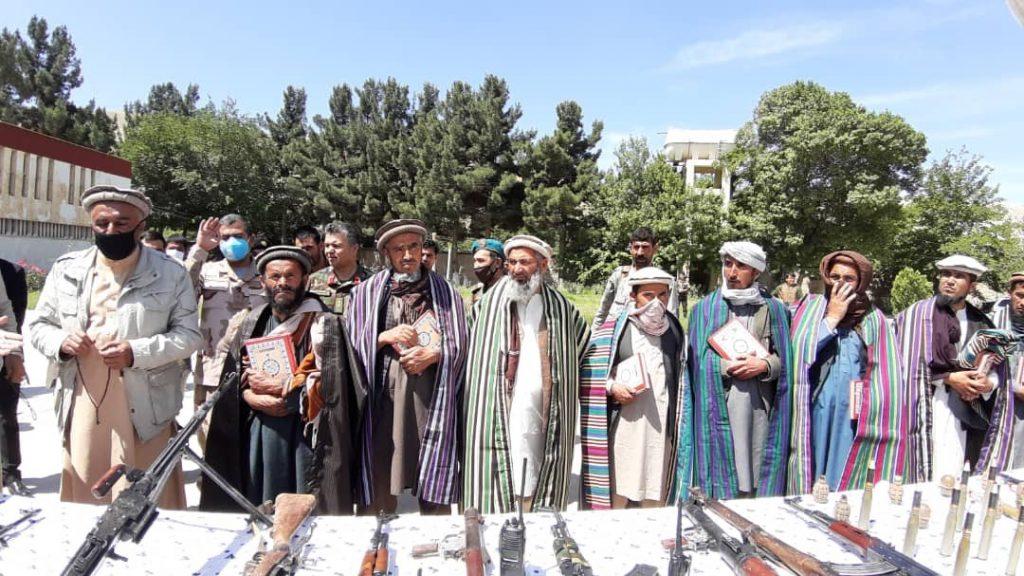 طالبان مسلح بغلان 3 1024x576 - تصاویر/ شماری از طالبان مسلح در بغلان به روند صلح پیوستند