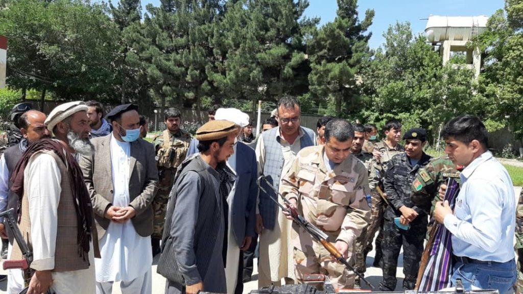 طالبان مسلح بغلان 4 1024x576 - تصاویر/ شماری از طالبان مسلح در بغلان به روند صلح پیوستند