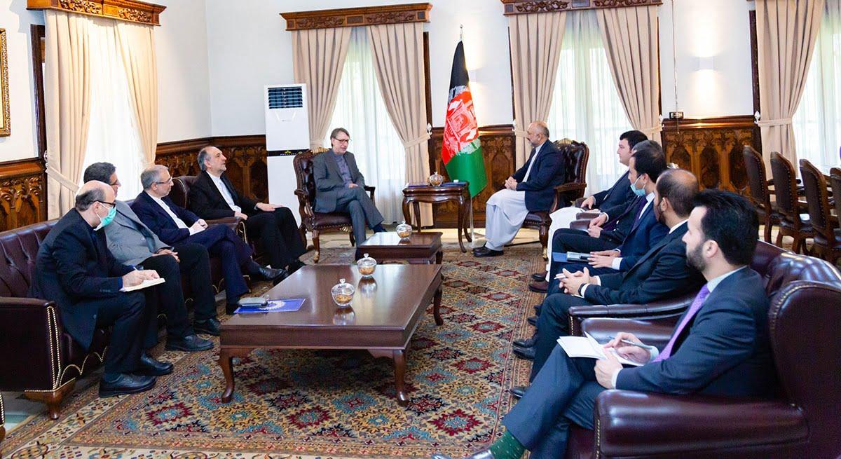 محمد حنیف اتمر ایران - هیئت عالیرتبه دپلوماتیک ایران برای پیگیری حادثه ۱۳ ثور به افغانستان سفر کرد