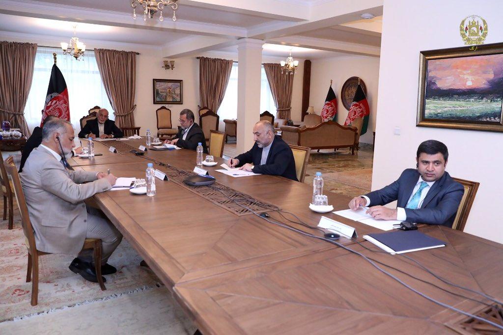 اشرف غنی مایک پومپیو 1 - تصاویر/ گفتگوی رییس جمهور غنی با وزیر امور خارجه ایالات متحده امریکا