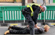 تظاهرات ضد نژادپرستی در بریتانیا 10 226x145 - تصاویر/ تظاهرات ضد نژادپرستی در بریتانیا به خشونت کشیده شد