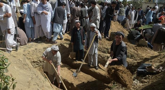 قبر - گسترش وحشتناک کرونا و افزایش کار گورکنها در کابل