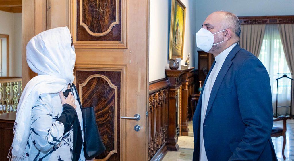 محمد حنیف اتمر دبورا لیونز 1 1024x559 - تصاویر/ دیدار سرپرست وزارت امور خارجه با فرستاده خاص سازمان ملل متحد برای افغانستان