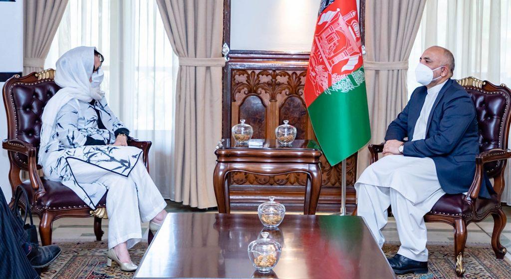 محمد حنیف اتمر دبورا لیونز 2 1024x559 - تصاویر/ دیدار سرپرست وزارت امور خارجه با فرستاده خاص سازمان ملل متحد برای افغانستان