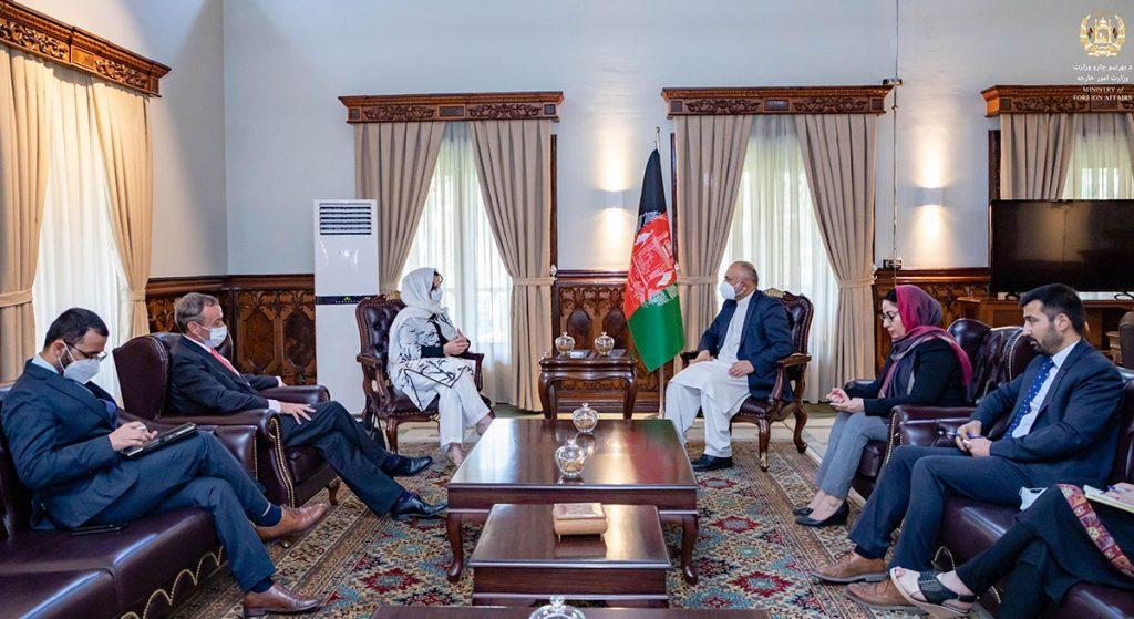 محمد حنیف اتمر دبورا لیونز 3 1024x559 - تصاویر/ دیدار سرپرست وزارت امور خارجه با فرستاده خاص سازمان ملل متحد برای افغانستان
