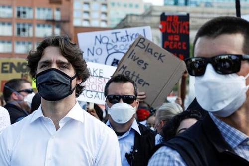 کانادا تظاهرات - مظاهره هزاران نفری باشنده گان کانادا در اعتراض به نژادپرستی پولیس امریکا