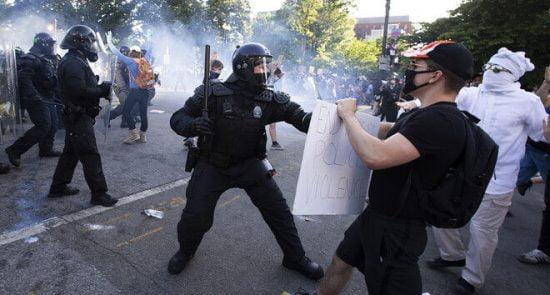 امریکا مظاهره 550x295 - اعلامیه دفتر حقوق بشر سازمان ملل در پیوند به سرکوب مظاهره کننده گان در امریکا