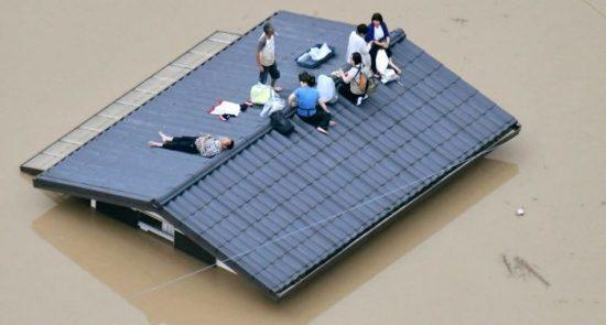 سیل جاپان 550x295 - جاری شدن سیلاب های مرگبار در جنوب جاپان