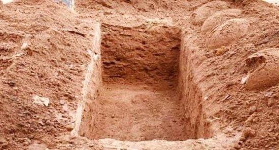 قبر 550x295 - زنده شدن مرد مصری ۴ ماه پس از مراسم خاکسپاری اش!