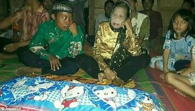 ازدواج اندونزیا - ازدواج عجیب یک نوجوان ۱۶ ساله با پیرزن 71 ساله + تصویر