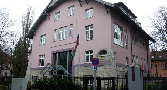 سفارت افغانستان برلین 550x295 - شکایت مهاجرین افغان از وجود فساد در سفارت افغانستان در برلین
