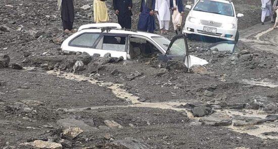 سیل پروان 4 550x295 - جاری شدن سیلابهای مرگبار در ولایت هرات