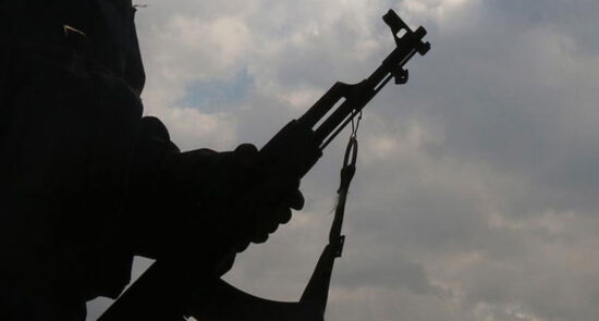 مسلح 550x295 - حمله افراد مسلح بالای یک ورزشکار مبارزات آزاد در کابل